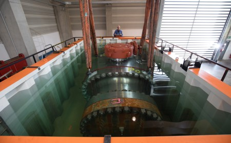 Test under water of ball valve assembly